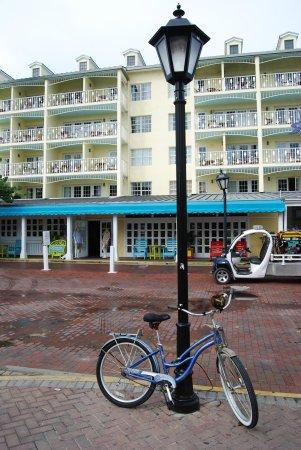 Ocean Key Resort & Spa: street view from Duval