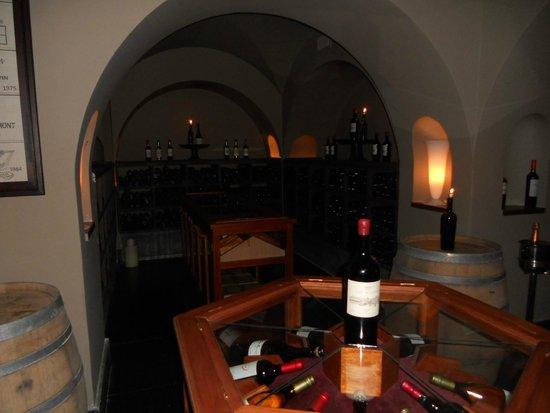 Carmelo Resort & Spa. A Hyatt Hotel: Wine cellar