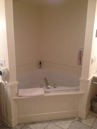 Inn on Columbia : Jacuzzi tub