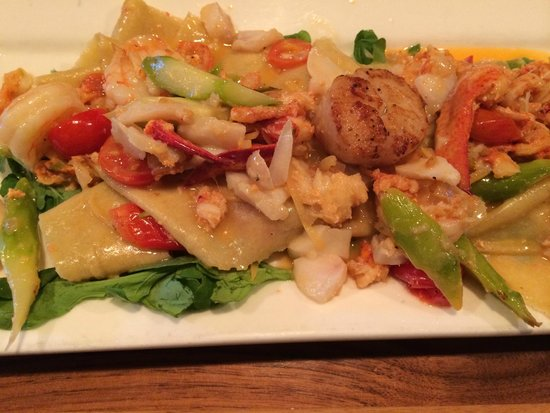 Palace Cafe: Seafood over homemade pasta
