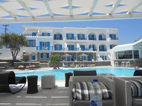 Argo Hotel Mykonos : View from patio where they serve breakfast every morning