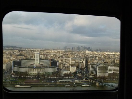 Novotel Paris Centre Tour Eiffel : Radio France, overlooking Seine