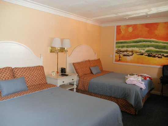 Bay Shores Peninsula Hotel : two double bed room