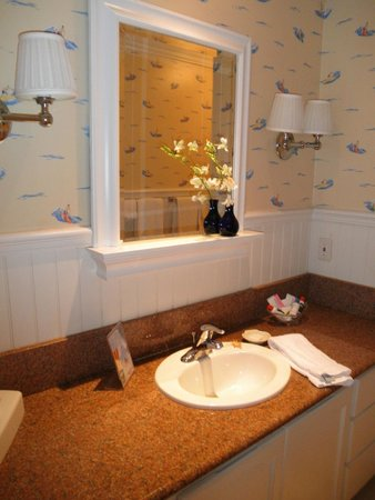 Bay Shores Peninsula Hotel : Bathroom