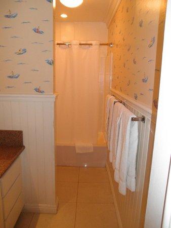 Bay Shores Peninsula Hotel : bathroom