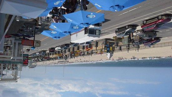 Boardwalk Inn : beachfront balcony