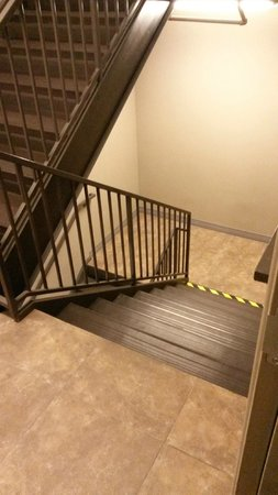 BEST WESTERN PLUS Avita Suites: Stairwell Down