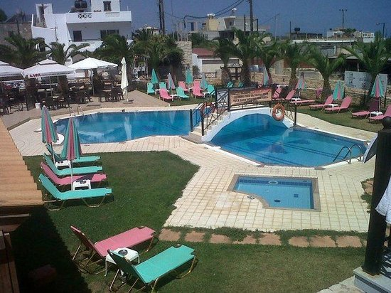 Yiannis Manos Apartments: the smaller pool