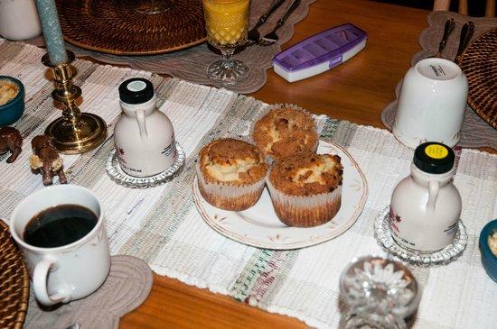 The Cornucopia Bed & Breakfast : Homemade Cinnamon Muffins... Yum!