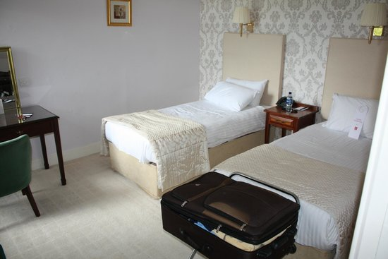 Atholl Palace Hotel: The single beds were a surprise, but comfortable