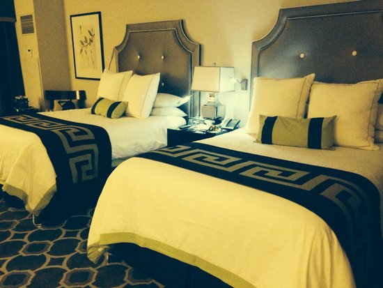 Caesars Palace: Slept all night on these wonderful beds!