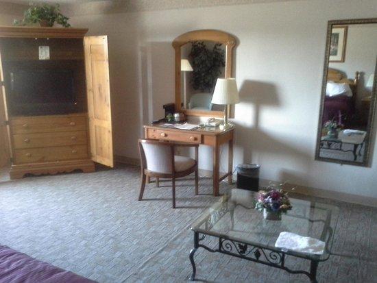 Quality Inn & Suites: Desk