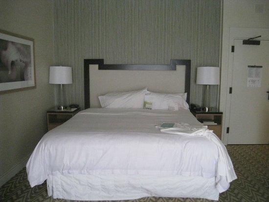 Moana Surfrider, A Westin Resort & Spa : bed