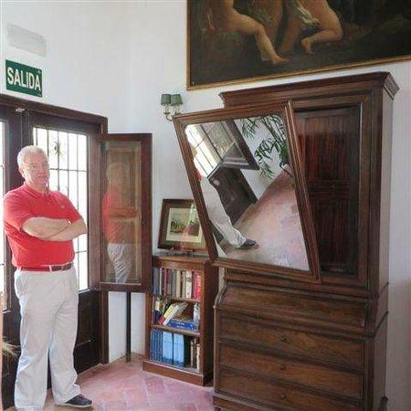 Musée du Verre et Cristal : unique dresser