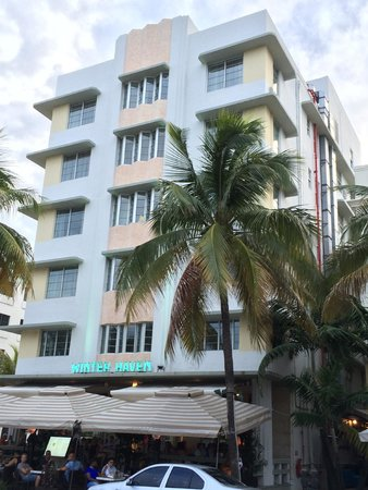 The Official Art Deco Walking Tour by the Miami Design Preservation League: South Beach, Miami
