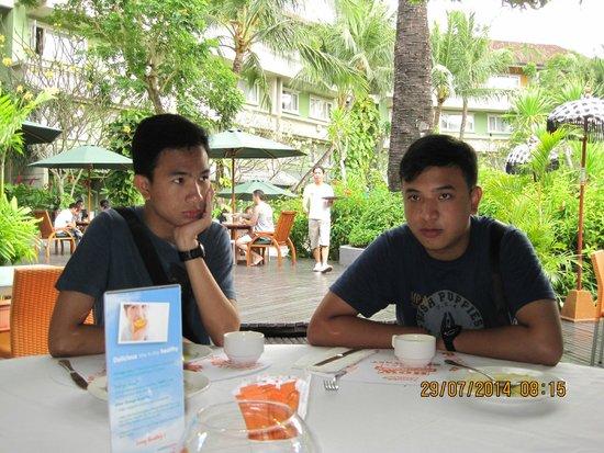 HARRIS Resort Kuta Beach: restaurant