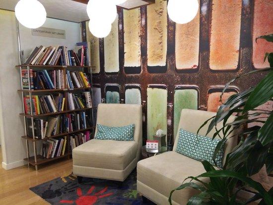 Hotel Indigo Santa Barbara: library