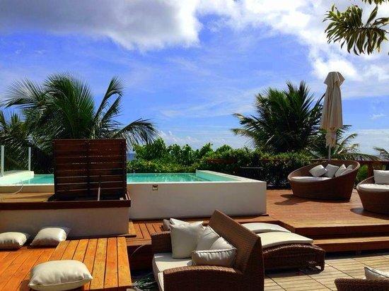 Sambass Hotel: piscina com vista para a praia