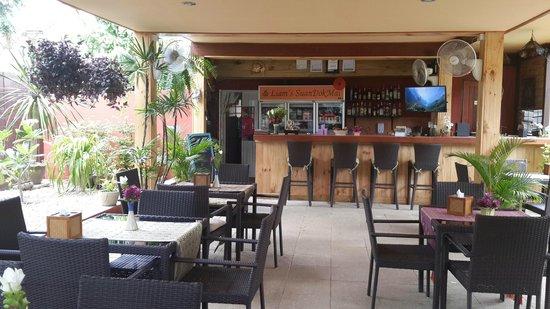 Guesthouse Liam's Suan Dok Mai : New restaurant/breakfast area