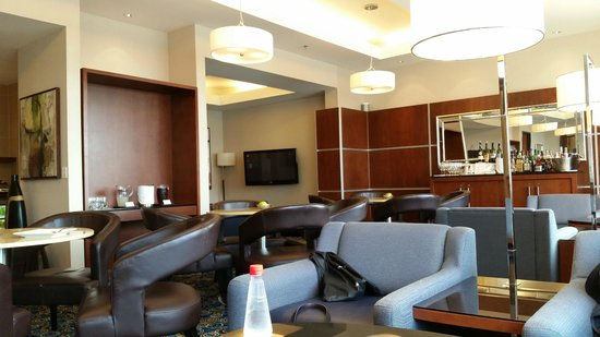 Montreal Airport Marriott In-Terminal Hotel: Concierge lounge