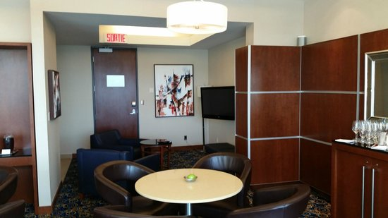 Montreal Airport Marriott In-Terminal Hotel : Concierge lounge