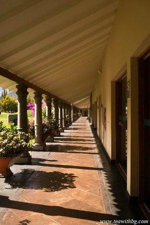 Aranwa Sacred Valley Hotel & Wellness: Coridoor leading to the grounds