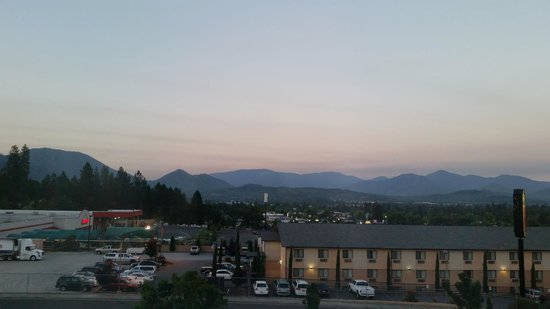 La Quinta Inn & Suites Grants Pass: View from our room at sunrise