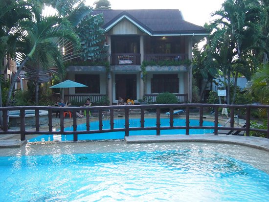 Panglao Tropical Villas: Villas Vidas from the upper deck pool