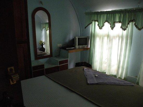 Kerala Backwaters: Room at Houseboat