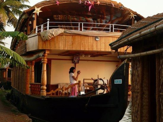 Kerala Backwaters: View from outside