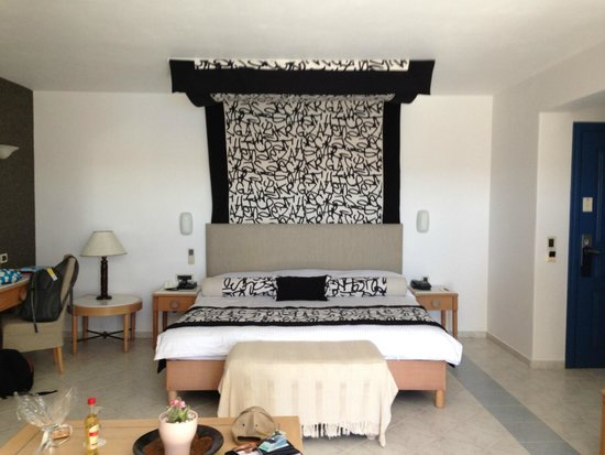 Royal Myconian Resort & Thalasso Spa Center: Comfy bed