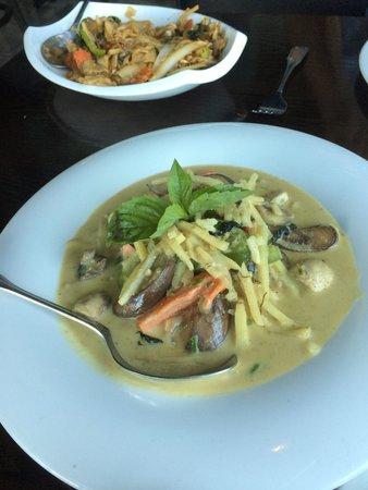 Mango Thai Cusine & Bar : Wild salmon curry & pad kee mow-- yum!