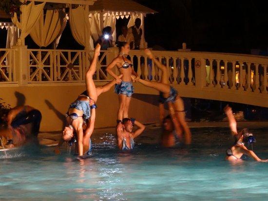 Melia Cayo Guillermo: Water Night Show