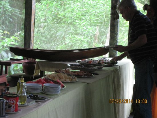 Amazonas Sinchicuy Lodge: Dinner buffet