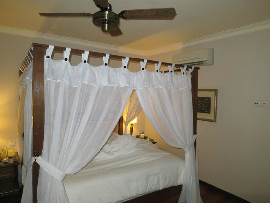 Casa del Mar, Langkawi: our king bed
