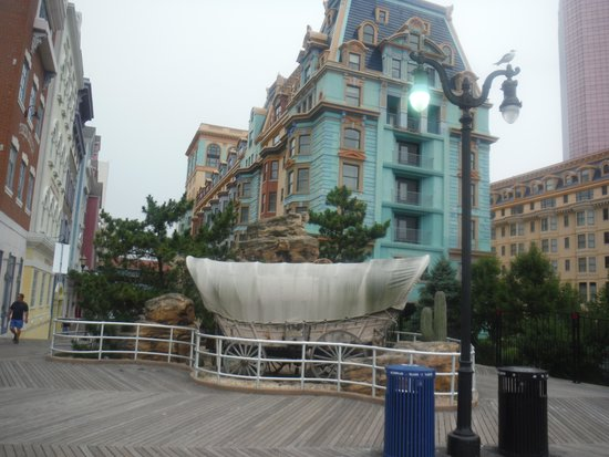 Bally's Atlantic City : western casino