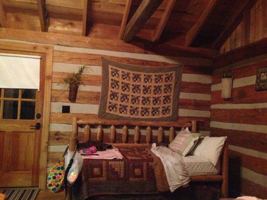 Silver Dollar City's Wilderness : Cabin 10