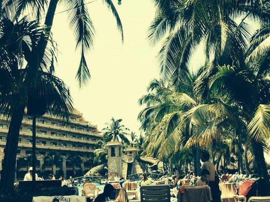 Paradise Village Beach Resort & Spa : Área de albercas, súper para los niños .