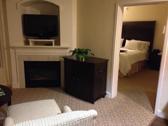 Hampton Inn & Suites Charlotte - South Park: king whirlpool suite