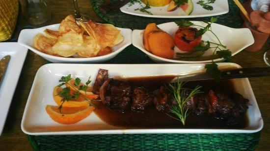 El Indio Feliz Restaurant Bistro: El plato Fuerte Carne de Bovino