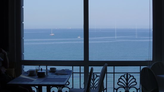 Coral Hotel Athens: view from breakfast room