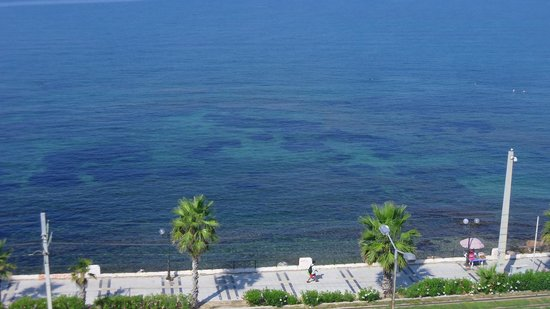 Coral Hotel Athens: sea view in front of hotel