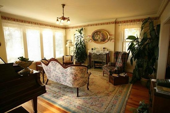 Husum Highlands Bed and Breakfast: Parlor