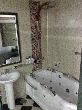 Sugar Motel: バスルーム