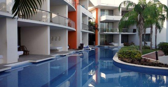 Secrets Aura Cozumel: Front pool
