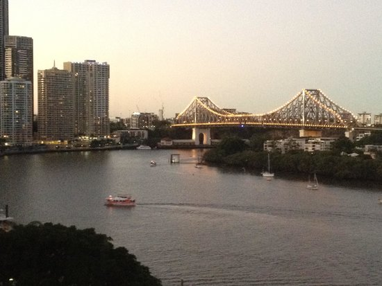 Stamford Plaza Brisbane: View of Brisbane River & Storey Bridge from our room