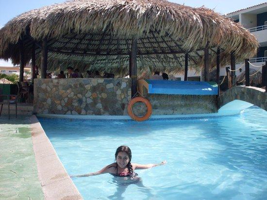 Hotel Kokobay : piscina y bar