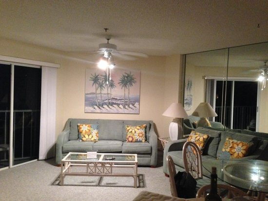 Ocean Pointe Suites at Key Largo: Living Room