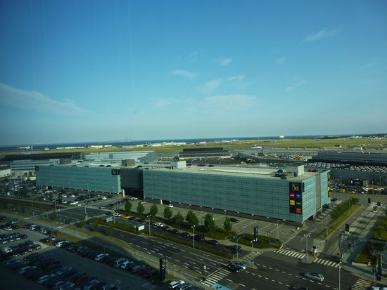 Clarion Hotel Copenhagen Airport : View of the airport from the room