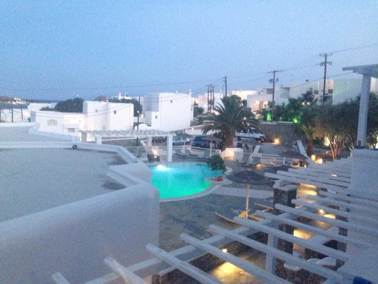 Argo Hotel Mykonos : Pool at night from our balcony